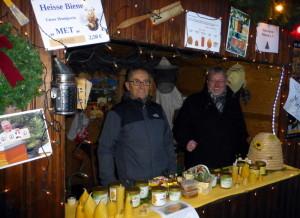 Unser Vereinstand ( von links ) die Vereinfreunde Gerhard Schenke und Volker Radig